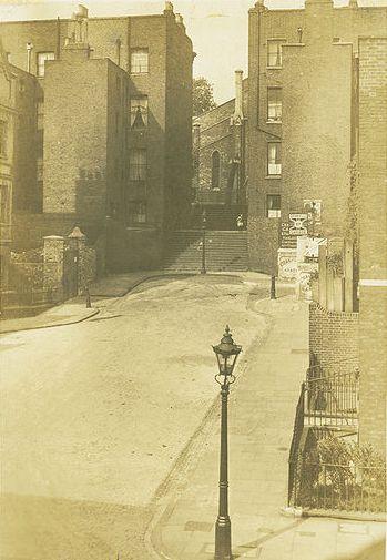 386px-Gwynne_place_riceyman_steps_1924a